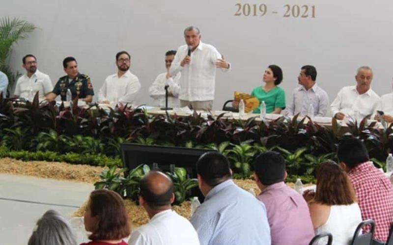 Anuncia Adán la construcción del ferrocarril Dos Bocas Estación Chontalpa