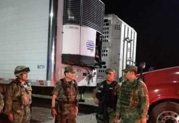 Aseguran tráiler por transportar presuntamente cocaina, sobre la Teapa - Villahermosa