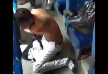 Golpean casi hasta la muerte a un hombre que trató de asaltar a pasajeros de un camión