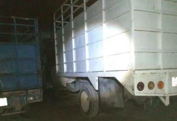 Aseguran 5 camionetas cargadas con huachicol en la ranchería Corregidora 3ra sección