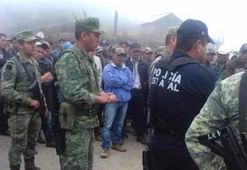 Campesinos retienen a militares, exigen fertilizante en Guerrero