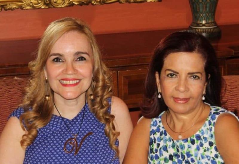 ¡Enhorabuena guapas,  Elia Medina y Vicky Romero!