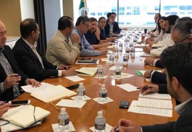 Llega Ebrard con comitiva a embajada de México en EU