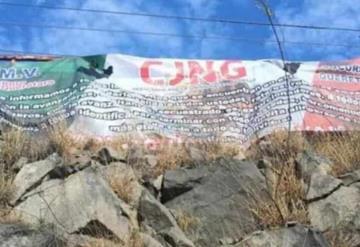 Aparecen narco mantas en Querétaro; identifican a responsables en video