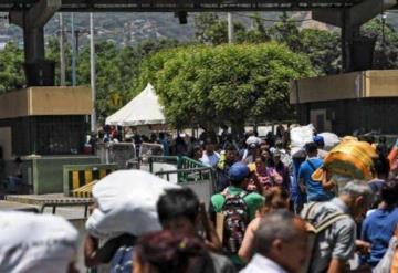 Maduro reabre pasos fronterizos entre Venezuela y Colombia