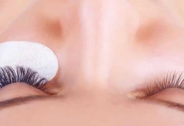 ¡ALERTA! Dermatólogos advierten el peligro de ponerte uñas y pestañas postizas