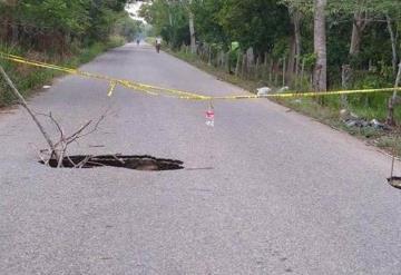 Su hunde carretera en Cunduacán y autoridades no atienden el problema