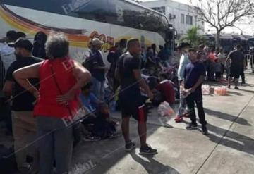 Detiene a autobús Comalli que trasladaba migrantes