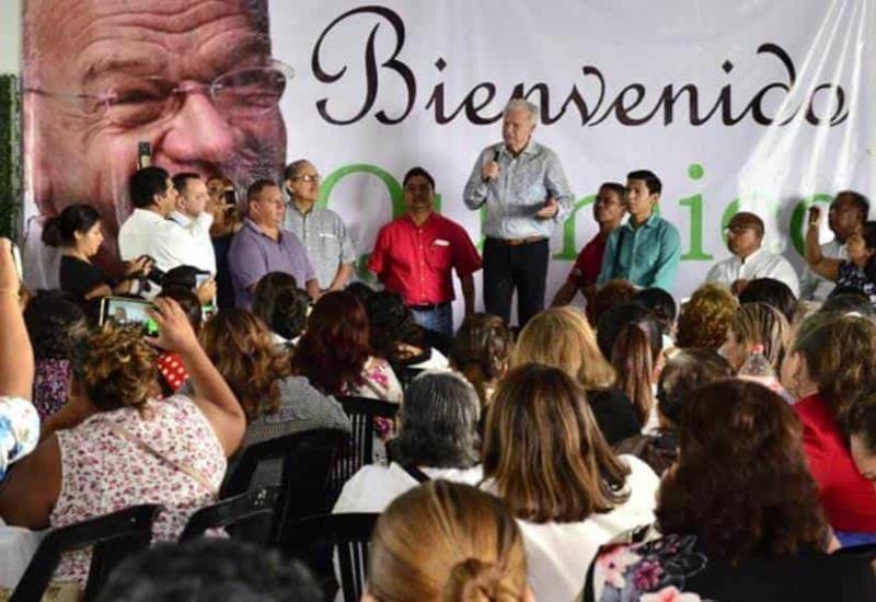 Así recibieron a Andrés Granier en las instalaciones de la Sección 44 en Villahermosa