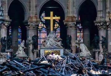 Celebran primera misa en Notre Dame tras incendio