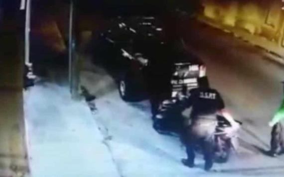 Graban el momento en que policías intentaban robar una motocicleta, en Yucatán