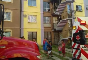 Mujer se lanza desde un tercer piso para escapar de un incendio