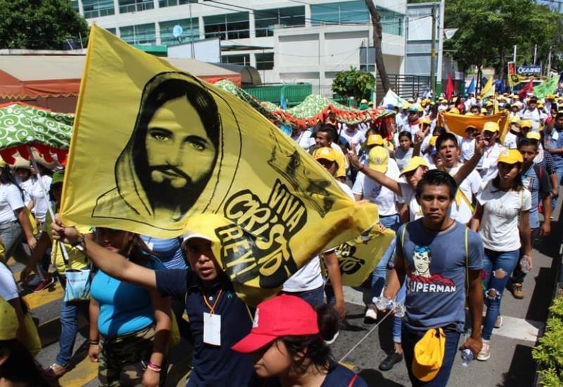 Marchan jóvenes católicos,en Villahermosa