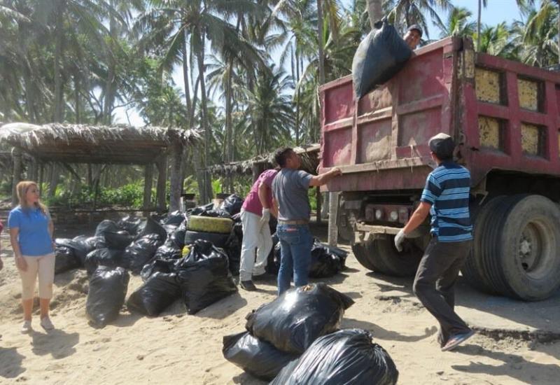 Por un Paraíso siempre limpio, recolectan 2 toneladas de basura en playa