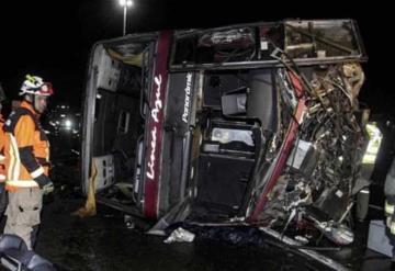 6 muertos y 40 heridos tras volcadura de autobús