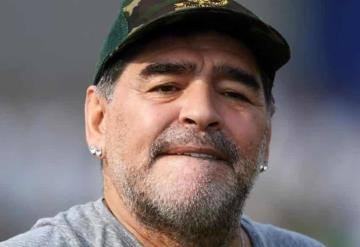 Maradona publica video en el que se le ve caminar en el hospital