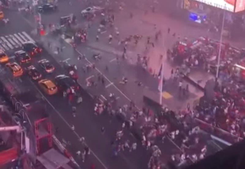 Multitud huye presa del pánico al confundir el sonido de una moto con un tiroteo