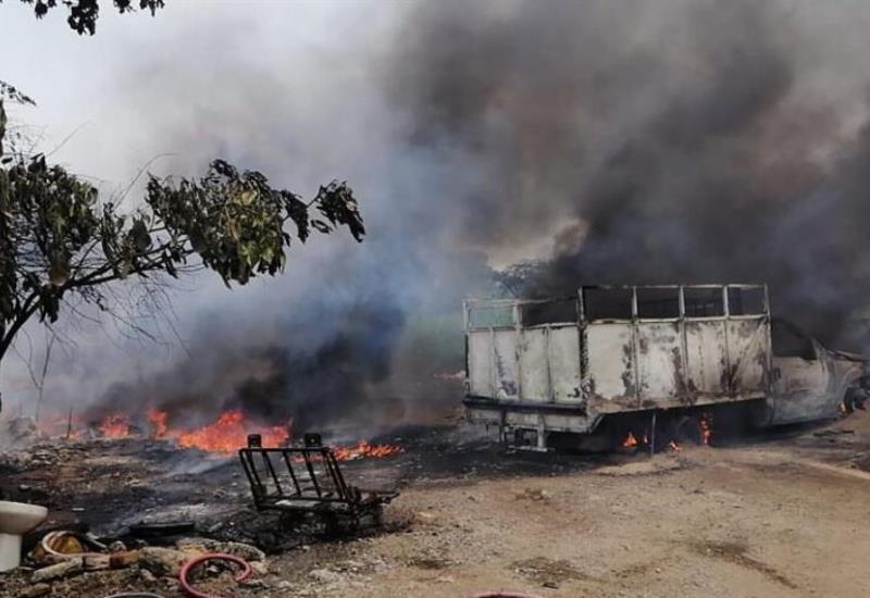 Varios vehículos se queman en Lázaro Cárdenas primera sección al parecer almacenaban huachicol