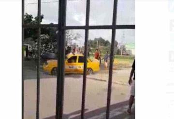 #VIDEO  Taxista atropella a equipo contrario de fútbol, tras derrota