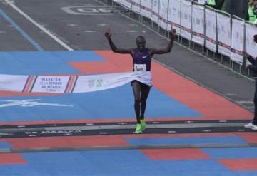 Él es Duncan Maiyo, el ganador del maratón internacional de la  CDMX