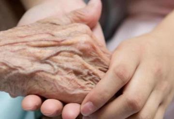 Enfermera adopta a mujer con cáncer que fue abandonada por su familia