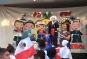 Eufórico: ¡Viva México cabr***s!, dice un niño al dar el grito en la escuela