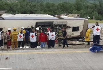 5 muertos y más de 20 heridos tras volcadura de autobús