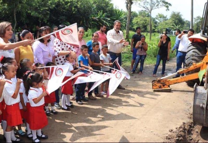 Inicia Comalcalco 5 nuevas obras para dotar de agua potable a más familias