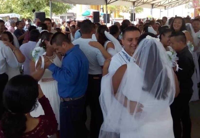 37 Parejas contraen nupcias en boda colectiva de Paraíso