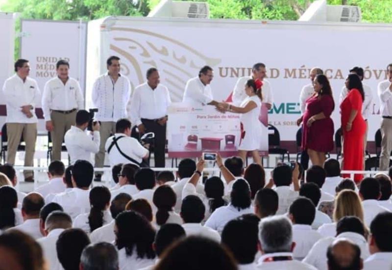 Entrega Adán Augusto y Pemex mobiliario a Jardín de Niños en Cárdenas