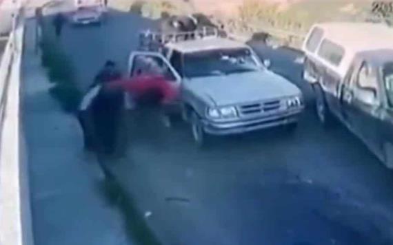 Captan momento en el que comando secuestra a una familia en Puebla