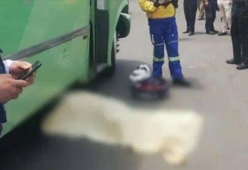 Se avienta de transporte público para evitar asalto y muere atropellada