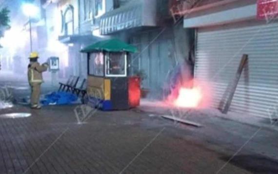 Corto circuito alerta a transeúntes en la Zona Luz de Villahermosa