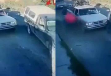 Captan momento en que una familia es bajada de su camioneta y secuestrada en Puebla