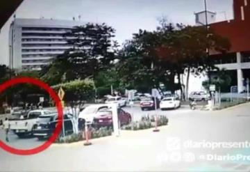 Dan a conocer video del momento en que asaltan a hombre en el estacionamiento de Superama