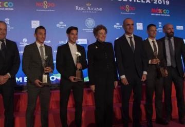 Premian en Sevilla a Lainez, Chicharito y Guardado
