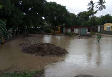 Lluvias dejan incomunicada ranchería Barra de Tupilco en Paraíso