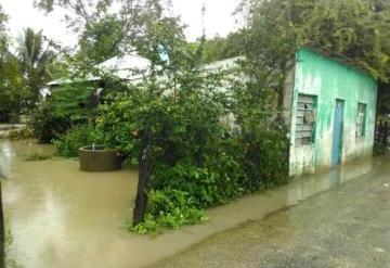 Precipitaciones inundan solares en poblado indígena de Monte Grande