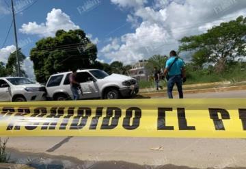 Se enfrentan presuntos huachicoleros y autoridades de la FGE en el periférico de Cunduacán