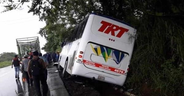 Camión TRT se sale de la carretera Macuspana-Villahermosa - Diario Presente