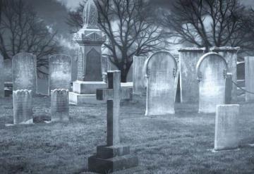 Hallan 145 tumbas en terreno de colegio