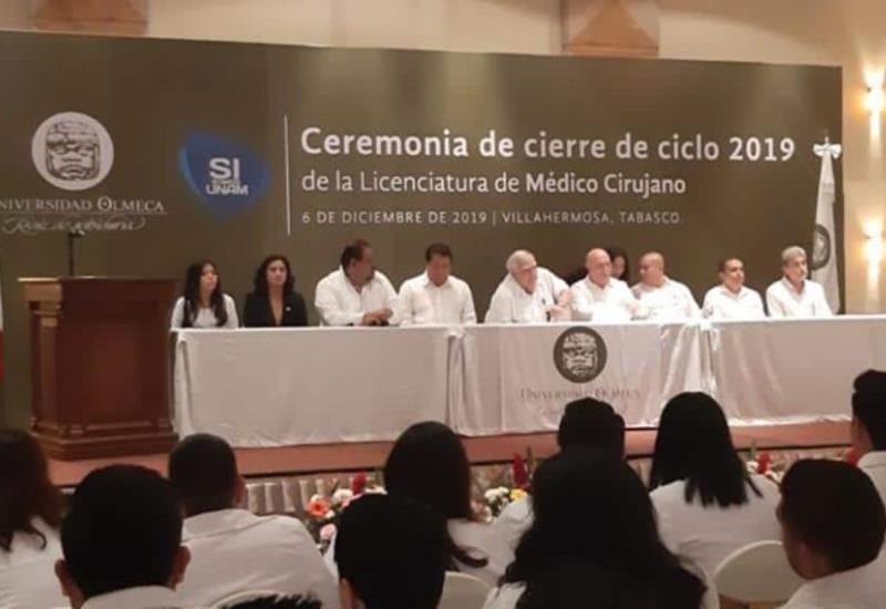Se gradúan médicos cirujanos de la Universidad Olmeca