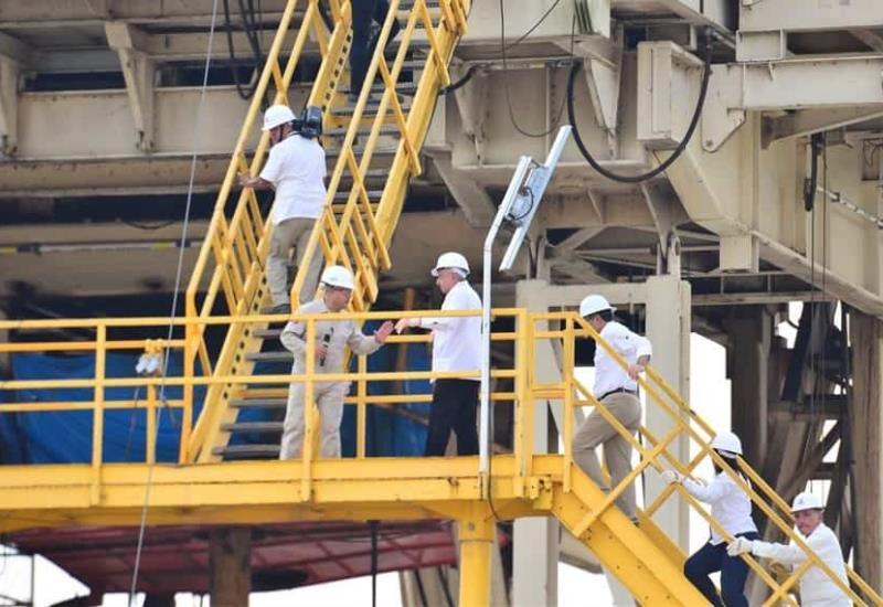 Recorre AMLO las instalaciones del pozo Quesqui 1 del equipo PM-1503