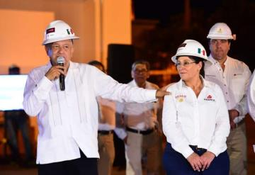 Realizan trabajos de compactación, de relleno y drenaje de agua de la zona de Dos Bocas
