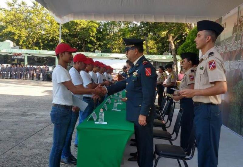 Realizan ceremonia de entrega de cartillas  en la comandancia de la 30 Zona Militar
