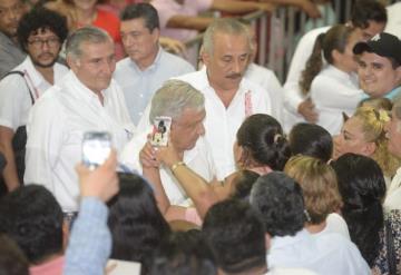 Al grito de ¡Obrador, Obrador!, tabasqueños reciben al presidente de la república en Teapa