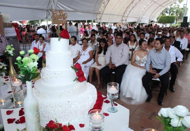 Se casan 106 parejas en boda colectiva de Comalcalco