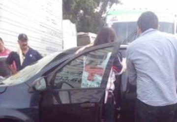 Choque entre tráiler y vehículo particular deja a una persona herida en la Villahermosa-Macuspana