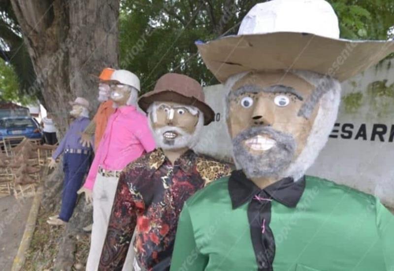 Inicia la venta de muñecos de Año Viejo en Villahermosa