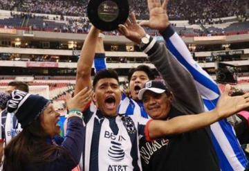 Así celebró el tabasqueño Jesús Gallardo con su familia desde el Azteca